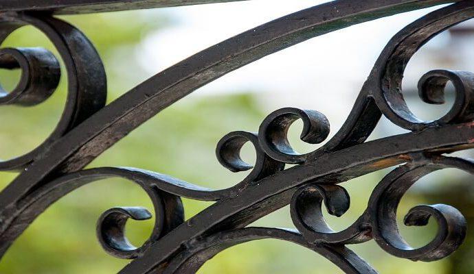Come verniciare un cancello in ferro o la ringhiera del balcone